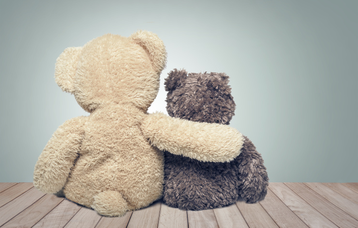 teddy bears hugging