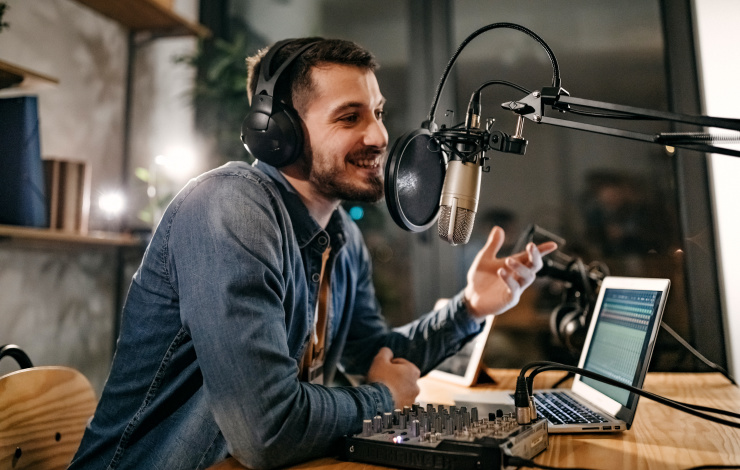 Should you mix podcasts in your sales marketing campaign?